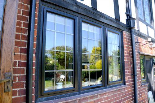 Steel replacement windows in black aluminium