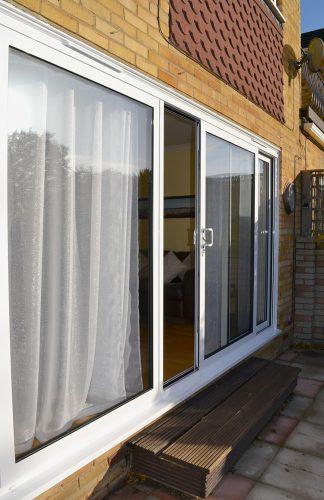 3 Pane white sliding door in Aluminium